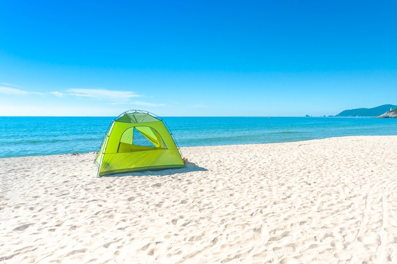 essential beach camping gear for the beach camping enthusiast